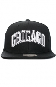 Mitchell & Ness Clothing, City Color Switch Snap-Back Hat - Bulls/Black